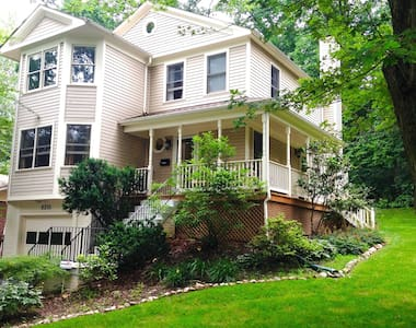 Room in Peaceful Wooded Retreat DC - Silver Spring - Hus