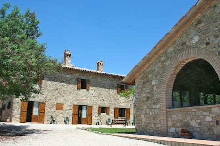 Villa in Umbria con piscina - Todi