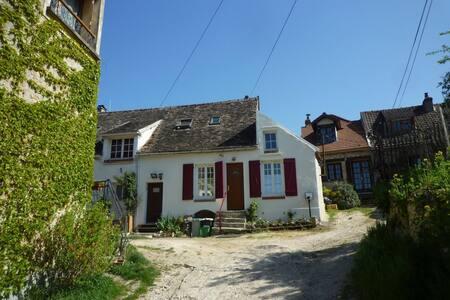 Maison proche Vallée de Chevreuse - Saint-Cyr-sous-Dourdan - Huis