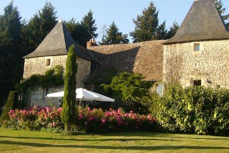 Petit Grange Manoir du XVIe siècle - House