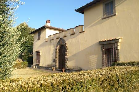 Confortevole camera in campagna(3,5 km dal centro) - Florenz - Villa