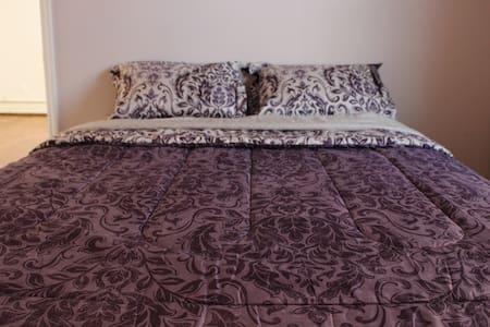 Comfortable Room by Metro - Huoneisto