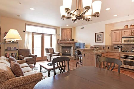 2BR Condo ski in/out, at Town Lift, on Main St! - Park City - Lejlighedskompleks