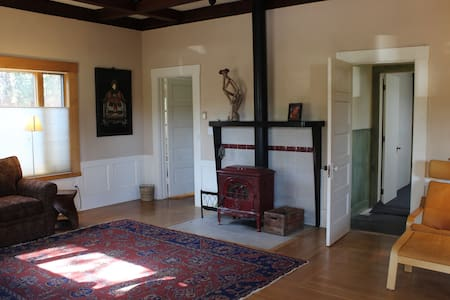 I have a beautiful spacious, warm and comfortable home with full large kitchen. Beautifully located between downtown and UCSC.  Ten minute walk to downtown and half mile from UCSC.  Tudor style, single story home with high ceilings and fireplace.