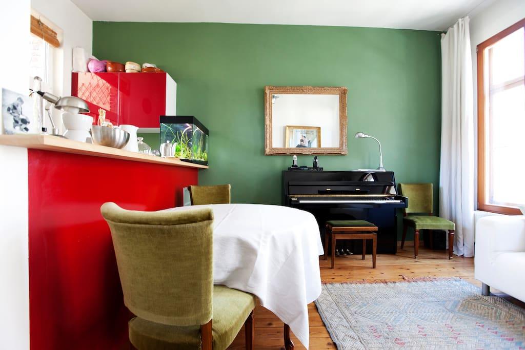 Living room/kitchen floor