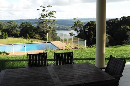6 bedroom, 250 Metres to Montville - Ev