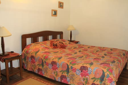 Large room in Cottage, City Centre - Bangalore