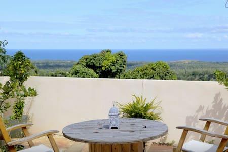 Villa de charme bien située vue mer - Les Avirons
