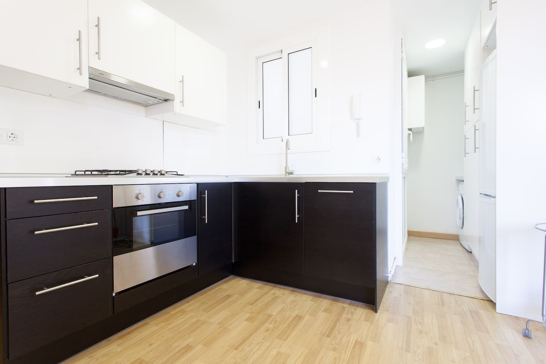 La cuina, com tot el pis, és nova i molt lluminosa