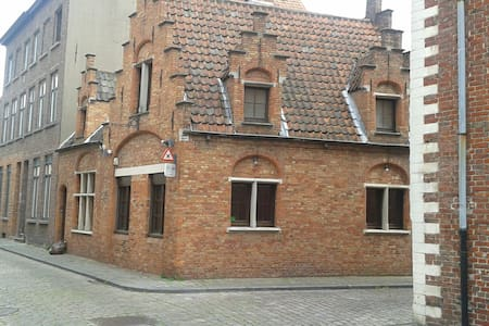 Typical Bruges house for rent, 2 rooms, 4 pers - House