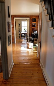 Grande chambre au Shortmansion - Sherbrooke - House