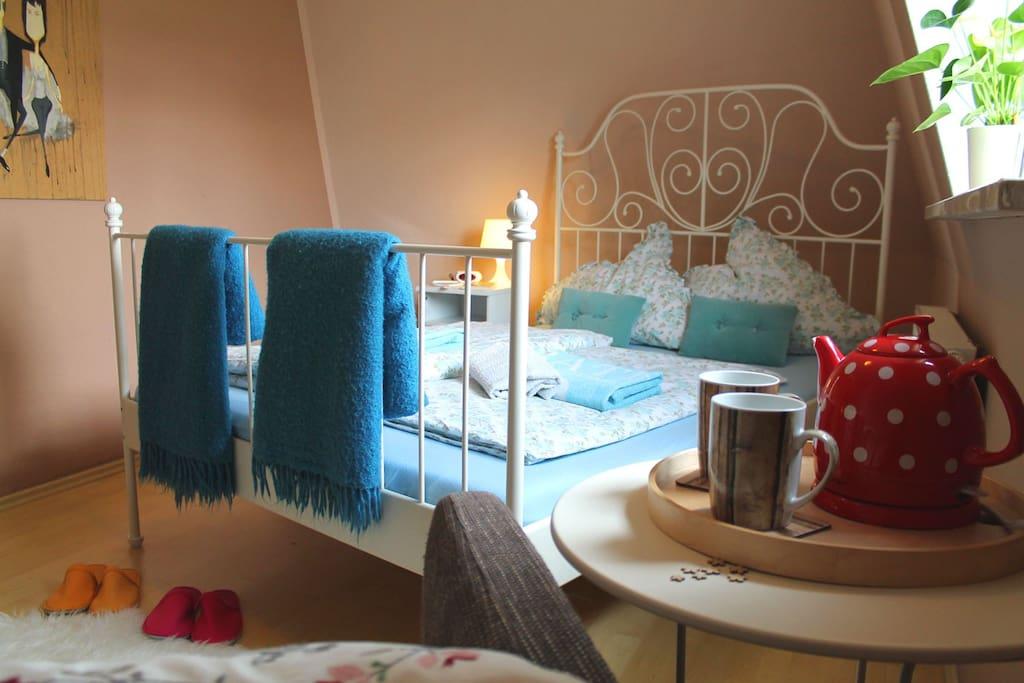 Kleines Zimmer - Bett