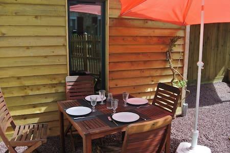 La petite maison à l'orée du bois  - House