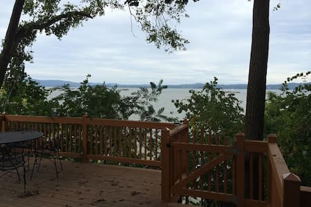 quirky little house on the hudson - Haverstraw - Talo