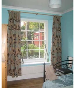 Double bedroom just off Whiteladies Road - Apartmen