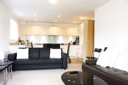 City Centre Modern Flat with free parking - Birmingham - Apartment