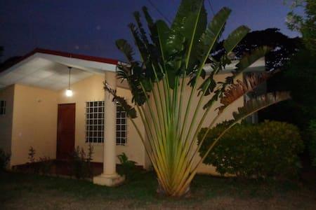 Casa al campo, cerca de Managua - Managua - Haus
