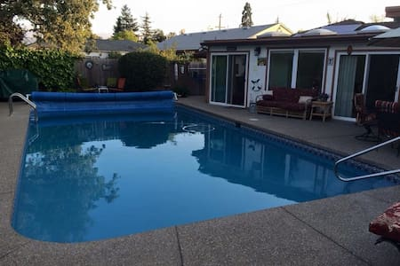 Wine country cabana: large heated pool, jacuzzi! - Bungaló