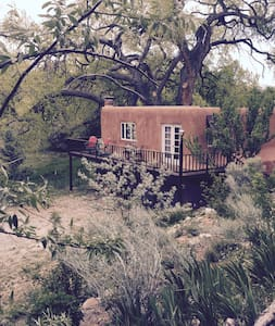 Charming Mews Cottage in lush Nambe - Santa Fe - Hus