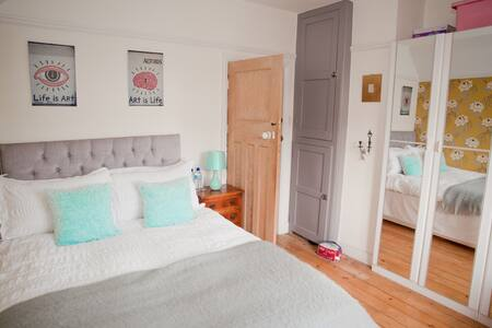 Boutique hotel style room & b'fast - Hove - House
