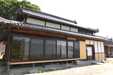しまなみ海道 大島の100年古民家「尾形の家」竹の間