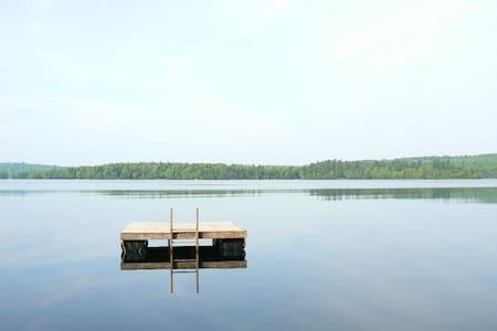 Log Cabin on Lake - Hytte