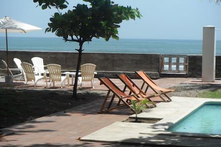 LInda casa enfrente del Mar - Playa San Blas, La Libertad, El Salvador