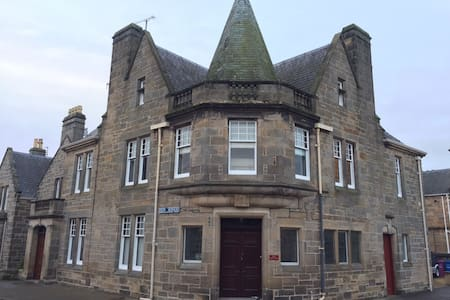 Grade 2 Listed 3 bed Townhouse in centre of Elgin - Elgin - Townhouse