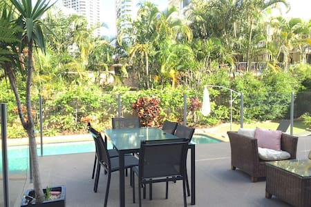 Beach Side Unit - Main Beach - Apartmen