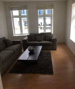 Modern 3 Bedroom Apartment, city center - Pis