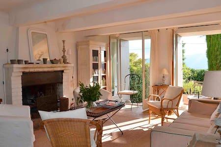Une maison de poète dans le Luberon - Talo