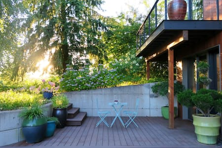 River Island Farm Retreat (near downtown Portland) - House