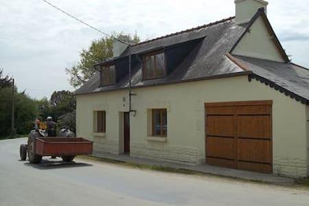 Det. house w/garden in quiet hamlet - House