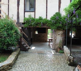 """Chambre et salle de bain privée""""La Luire"""" - Guesthouse"""