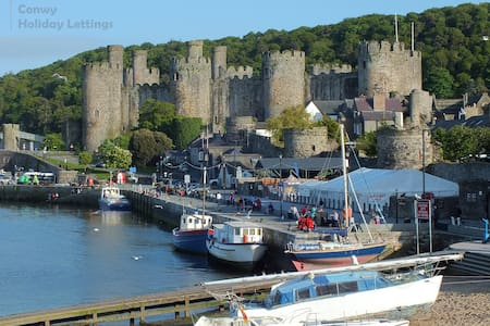 Castle View Townhouse, Sleeps 6 plus cot, Wifi - Conwy