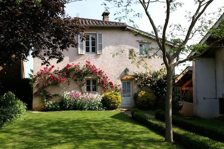 Charming house on Beaujolais - Huis