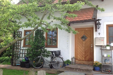 Hexenhaus mit Apfelbaum - Freising