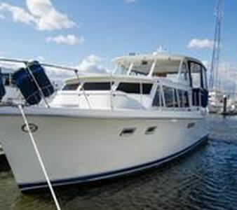 Restored Vintage Hatteras Yacht - Charleston - Boot