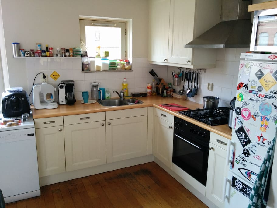 Shared kitchen incl. use of fridge, coffee and tea maker and cooking facility
