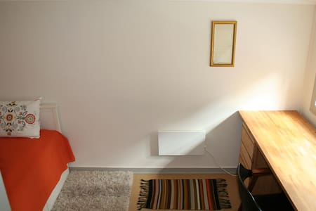 "Our small and cozy ""Kvisten room"", (Bergen city) - Bergen - Villa"
