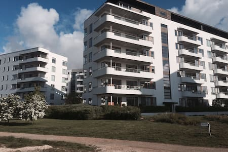 Exclusive and modern apartment with a sea view, terasse and swimming facilities. Only 5 km to the center of Copenhagen - easy by bus, train or biking.  Restaurants and fitness 5 minutes away. All facilities, 2 bedrooms and 2 beautiful livingrooms.