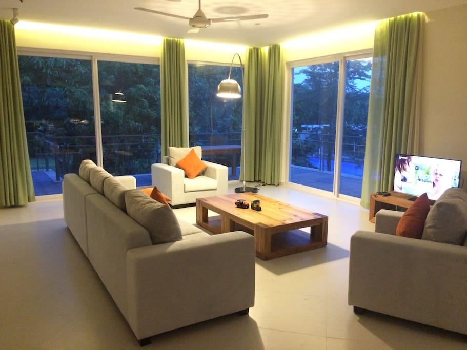 Spacious living area..  234 sqm !!