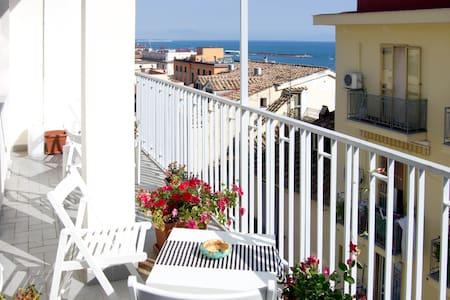 B&B Salerno In Alto Mare-Amalfitani - Bed & Breakfast