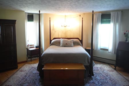 Master Suite at Moondance Meadow - Waterboro - House