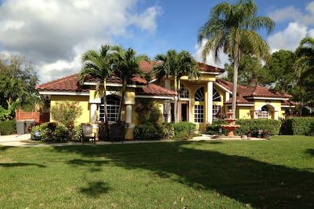 Elegant Tropical Retreat - Dom