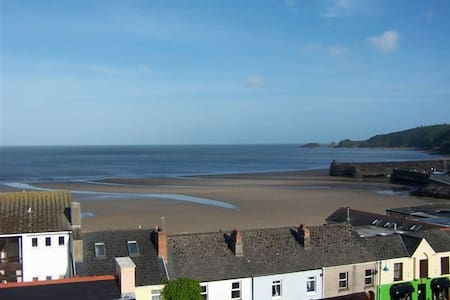 Spectacular seaview of Saundersfoot - House