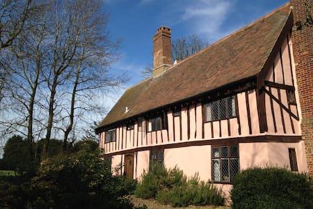 Charming Grade II cottage, sleeps 9 - Depden Green - Rumah