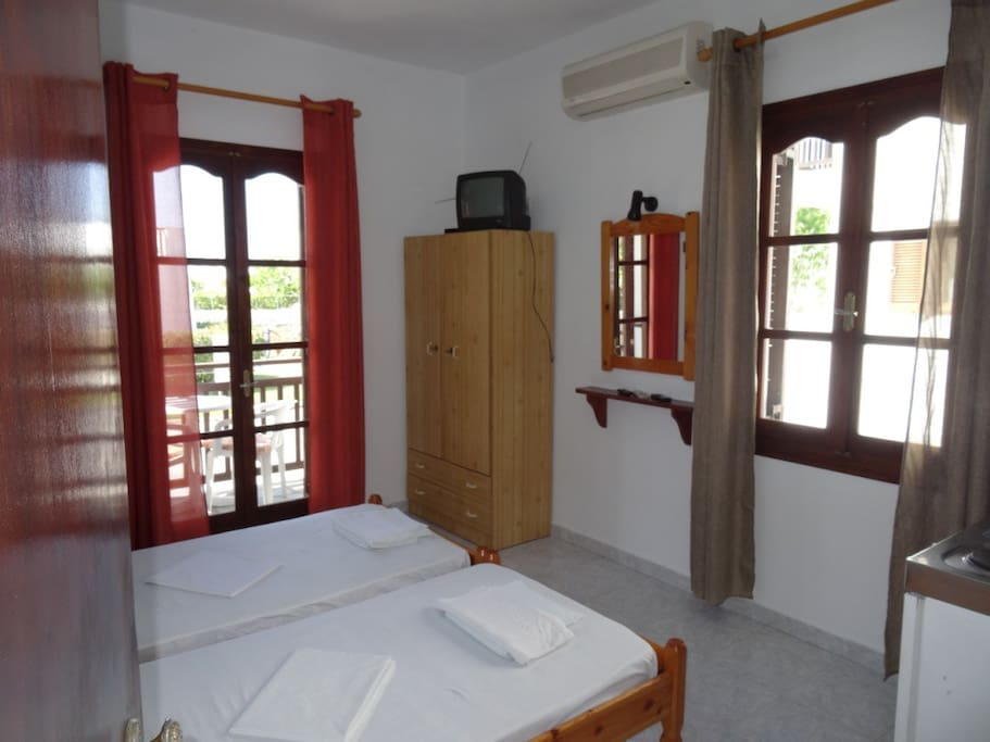 sleeping room (double bed available)