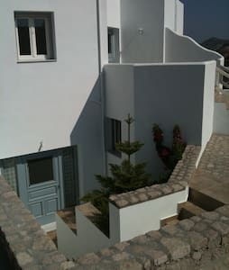 3 bedroom lower ground appartment - Milos greece, Agia kyriaki - House