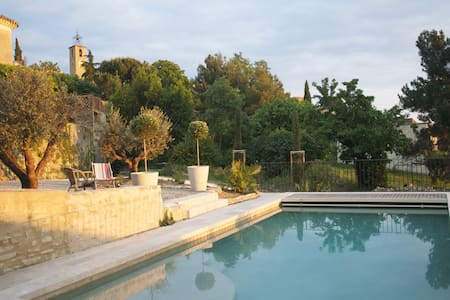 Beautiful provencal house with pool - House